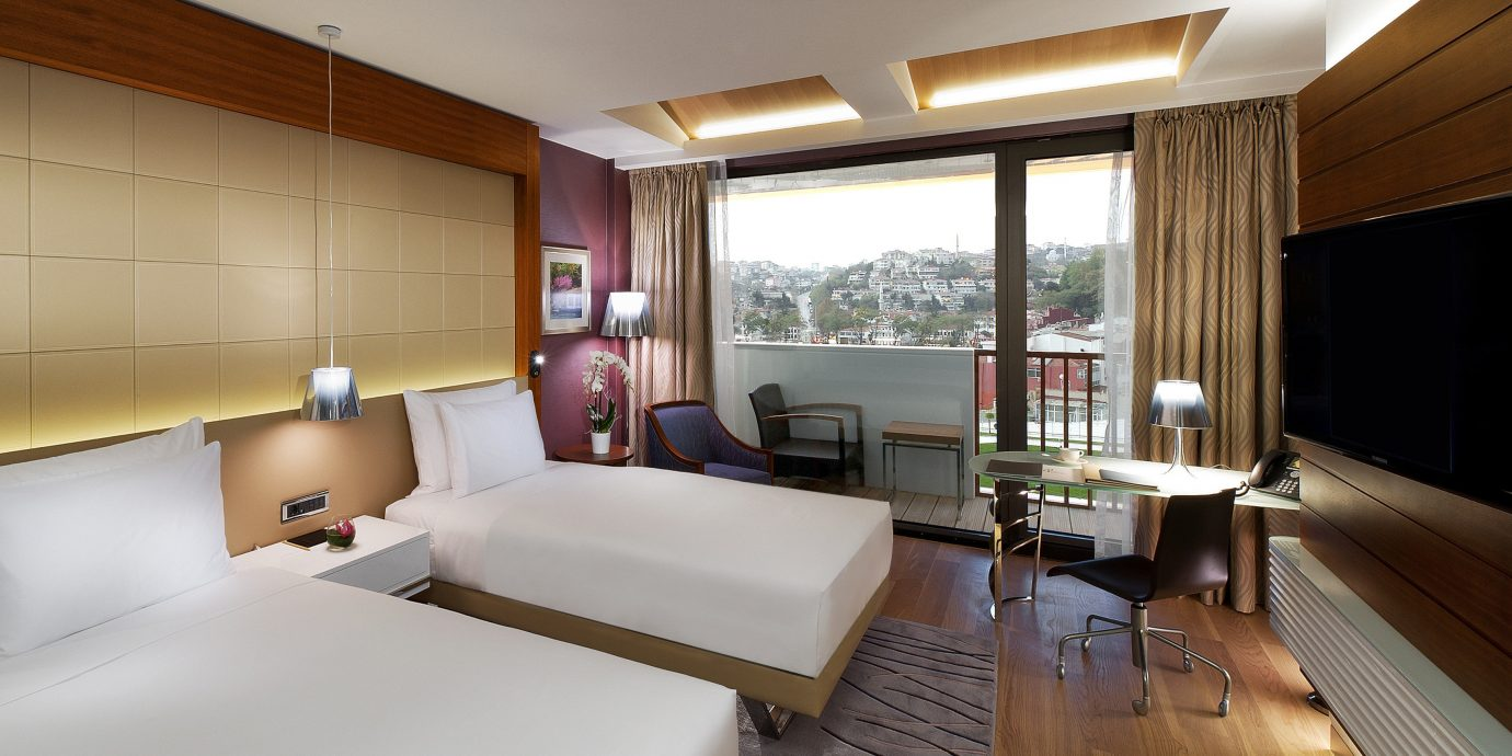 Balcony Bedroom City Scenic views property condominium Suite yacht living room home cottage