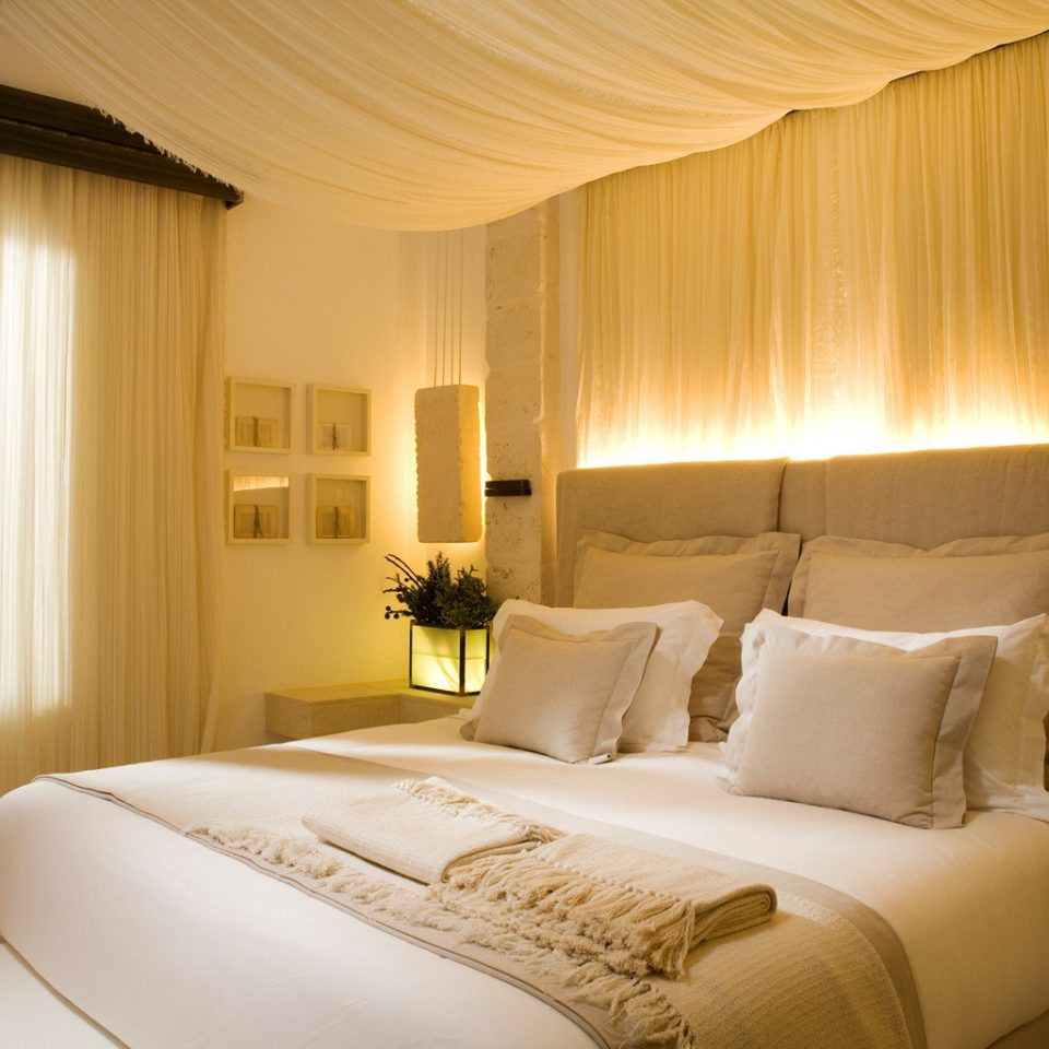 Balcony Bedroom Classic Elegant Scenic views Waterfront sofa property Suite cottage