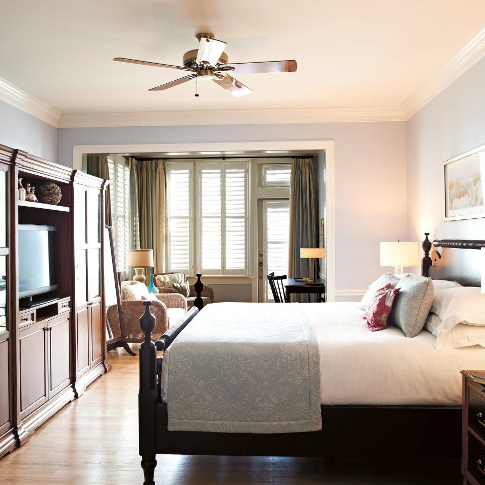 Balcony Bedroom Classic Elegant Historic Inn sofa property living room home hardwood cottage Suite condominium flat Modern