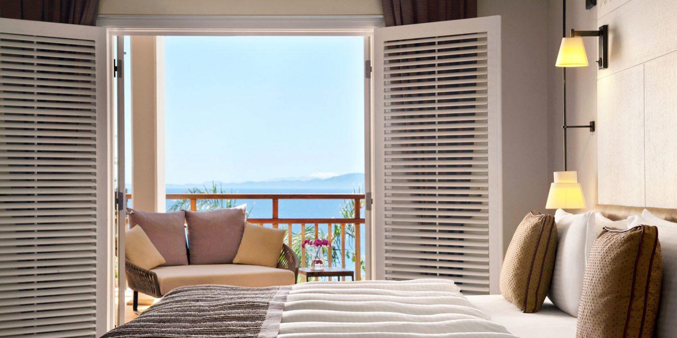 Balcony Bedroom Classic Family Resort Scenic views property living room home Suite condominium curtain window treatment cottage
