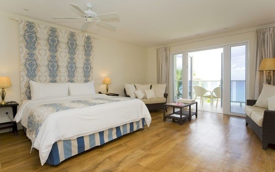 Balcony Bedroom Classic Hip Luxury Scenic views Suite property cottage hardwood Villa hard