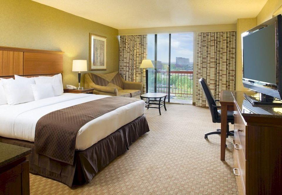 Balcony Bedroom Classic Resort property Suite condominium cottage hardwood Villa