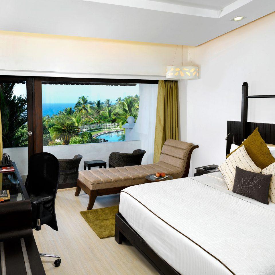 Balcony Bedroom Classic Resort Scenic views property Suite Villa condominium cottage home living room