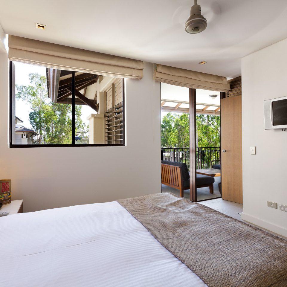 Balcony Classic Resort property Bedroom scene home Suite white cottage living room Villa flat