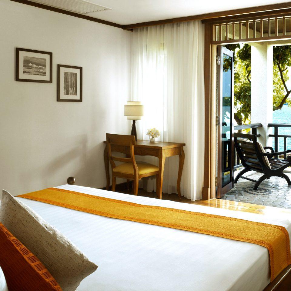 Balcony Bedroom Classic Resort Scenic views property Suite home living room condominium Villa