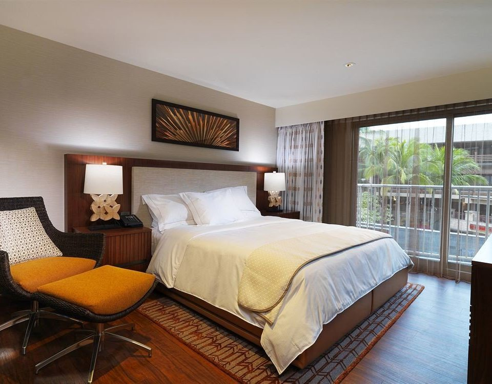 Balcony Bedroom Classic Resort property Suite cottage Villa hardwood