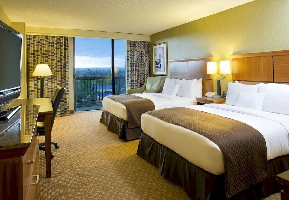 Balcony Bedroom Classic Resort property Suite desk condominium cottage