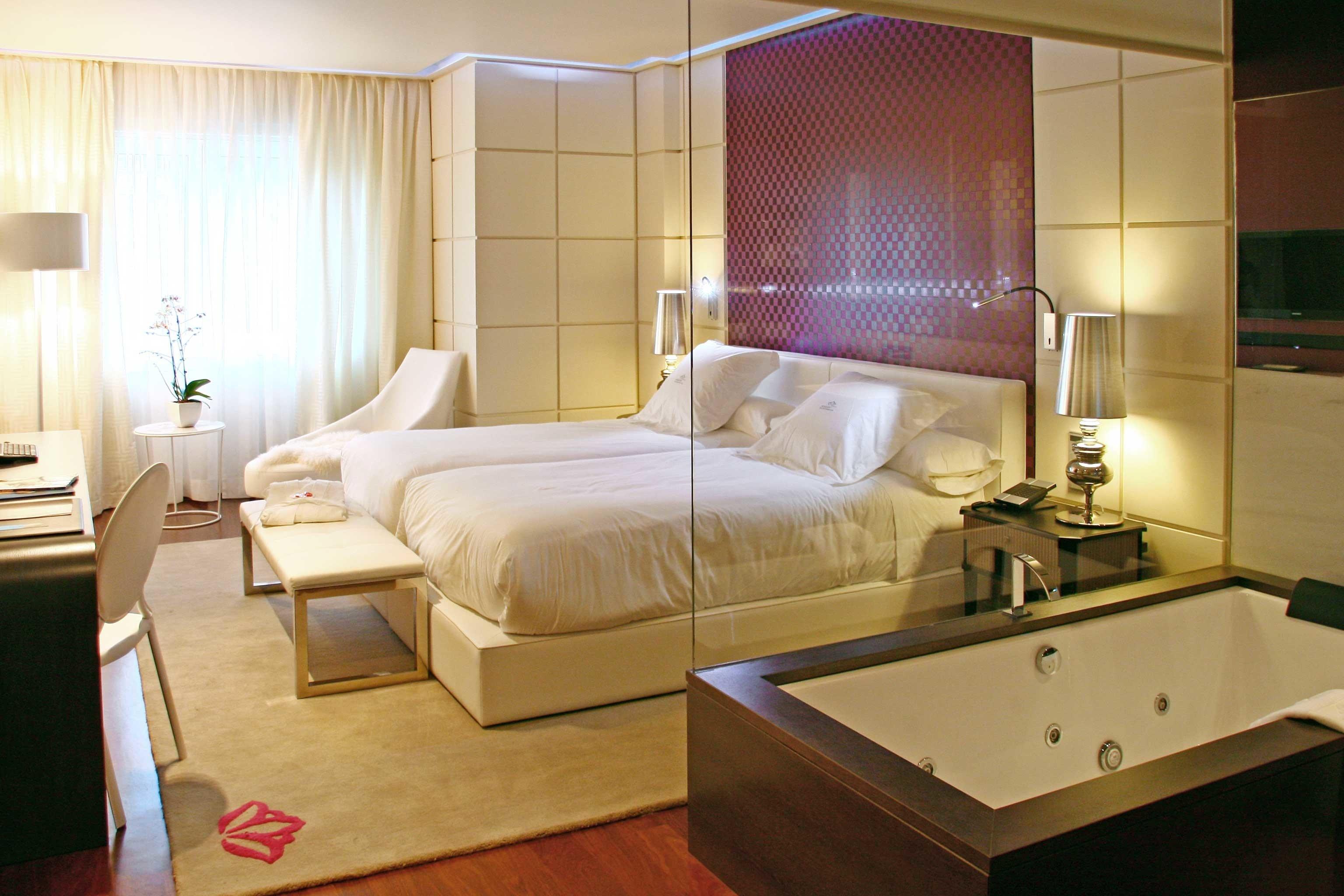 Balcony Bedroom Elegant Hip Luxury Modern Scenic views Suite property yacht living room cottage