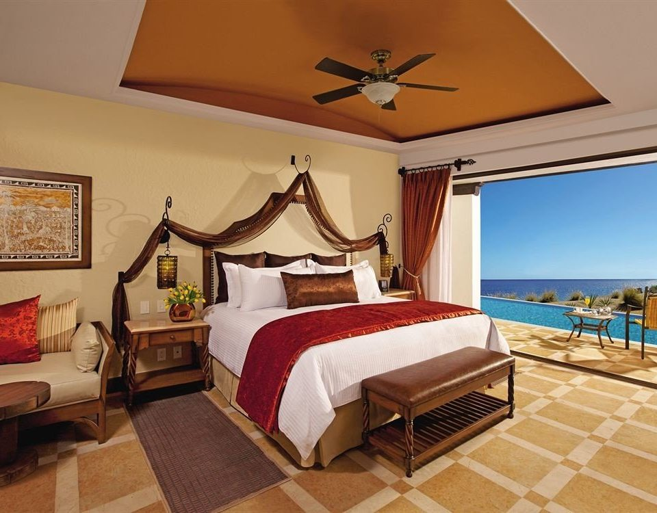 Balcony Elegant Lounge Luxury Romantic Scenic views property Bedroom Suite Villa cottage Resort living room