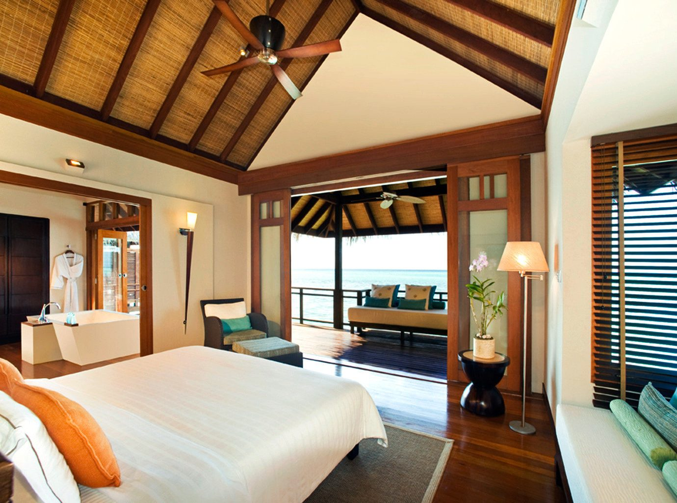Balcony Bedroom Elegant Luxury Modern Scenic views Suite sofa property Resort cottage home living room Villa flat
