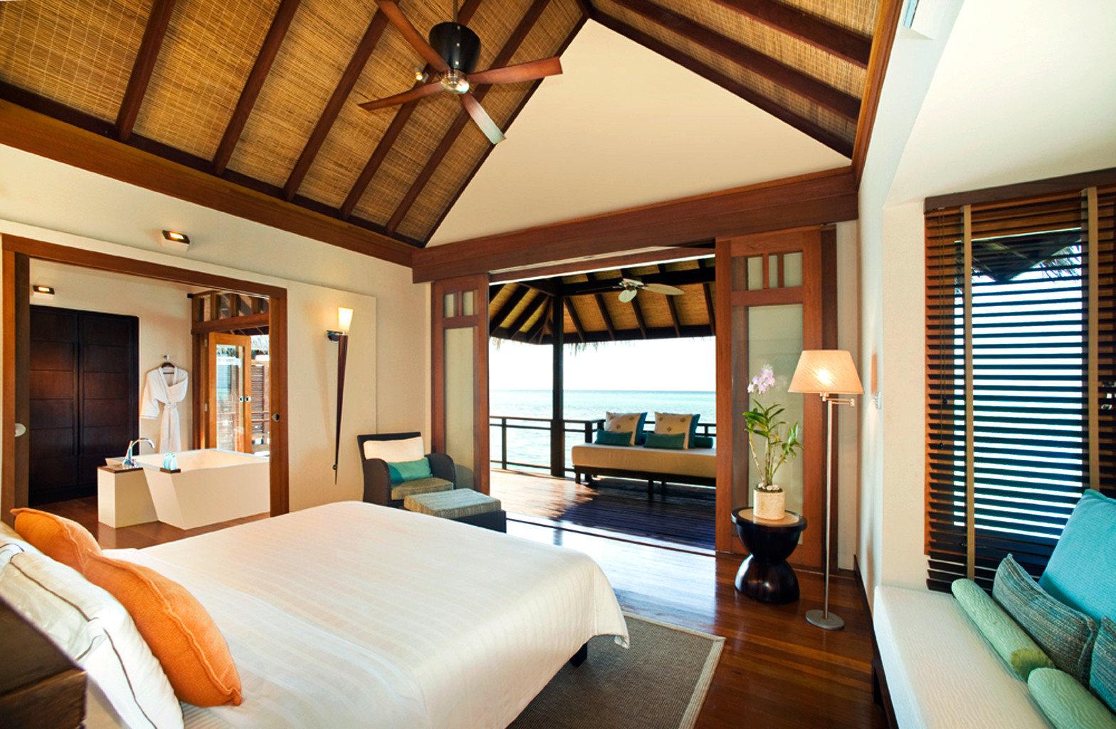 Balcony Bedroom Elegant Luxury Modern Scenic views Suite sofa property Resort cottage home living room Villa flat