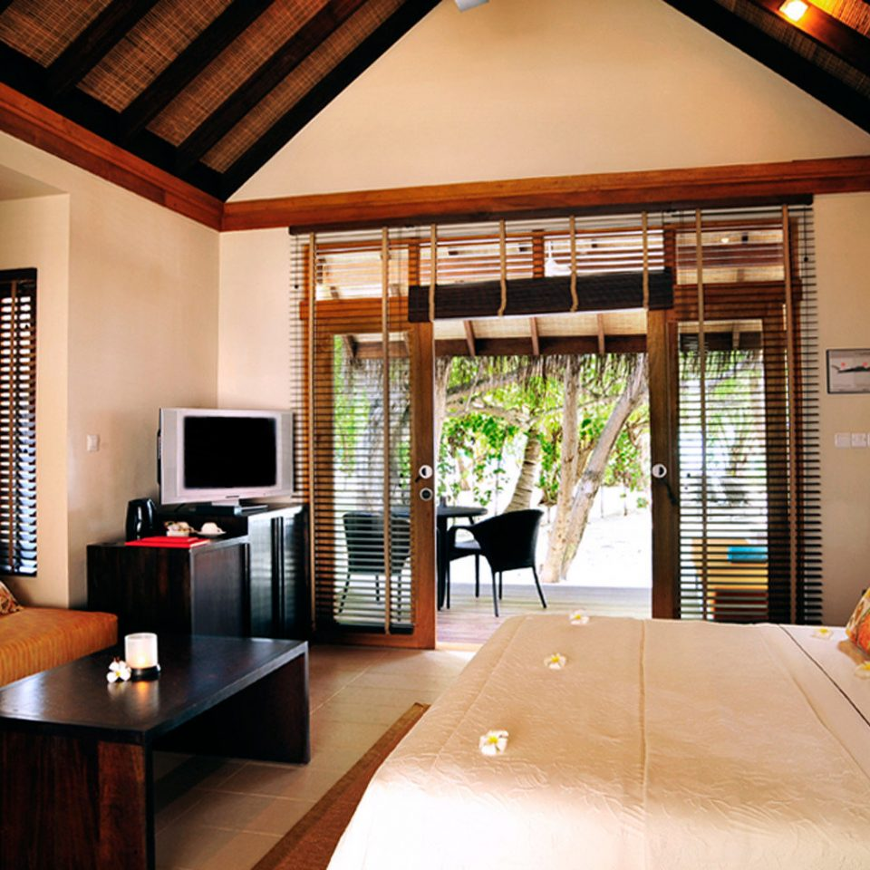 Balcony Bedroom Elegant Luxury Modern Scenic views Suite property living room home Villa cottage Resort recreation room