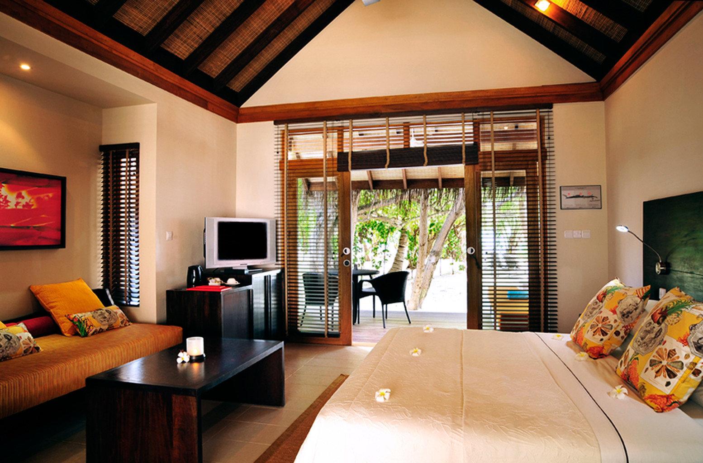 Balcony Bedroom Elegant Luxury Modern Scenic views Suite property living room home Villa cottage Resort recreation room