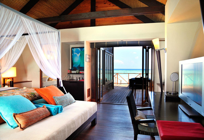 Balcony Bedroom Elegant Luxury Modern Scenic views Suite property Resort living room Villa home cottage