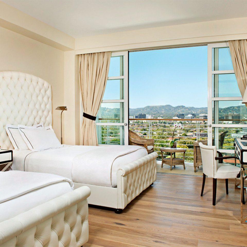 Balcony Bedroom Elegant Luxury Scenic views Suite property condominium living room home cottage Villa Resort