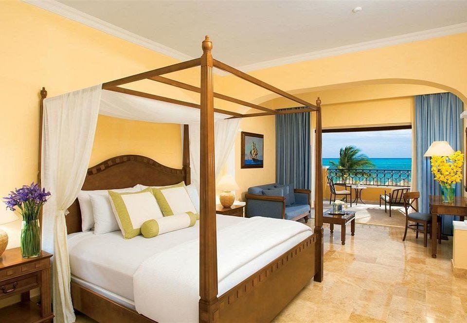 Balcony Bedroom Elegant Scenic views Suite property Villa Resort condominium cottage