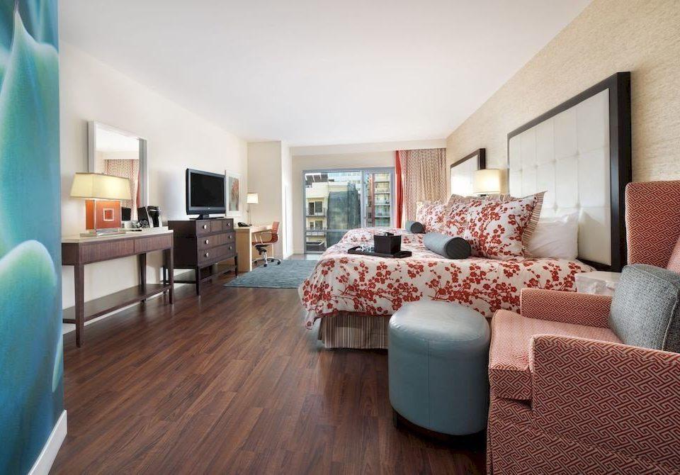 Balcony Elegant Scenic views Suite sofa property living room home hardwood condominium Villa cottage flooring Bedroom hard