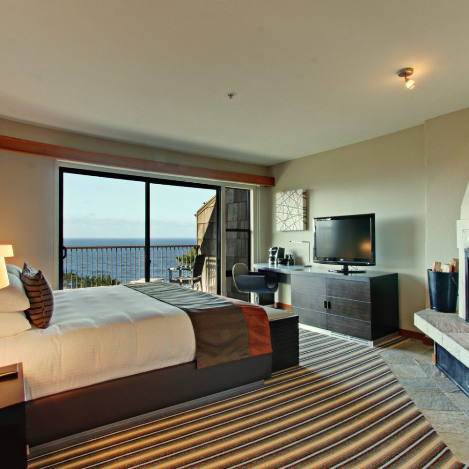 Balcony Bedroom Fireplace Scenic views Waterfront property Suite living room Villa condominium cottage flat Modern