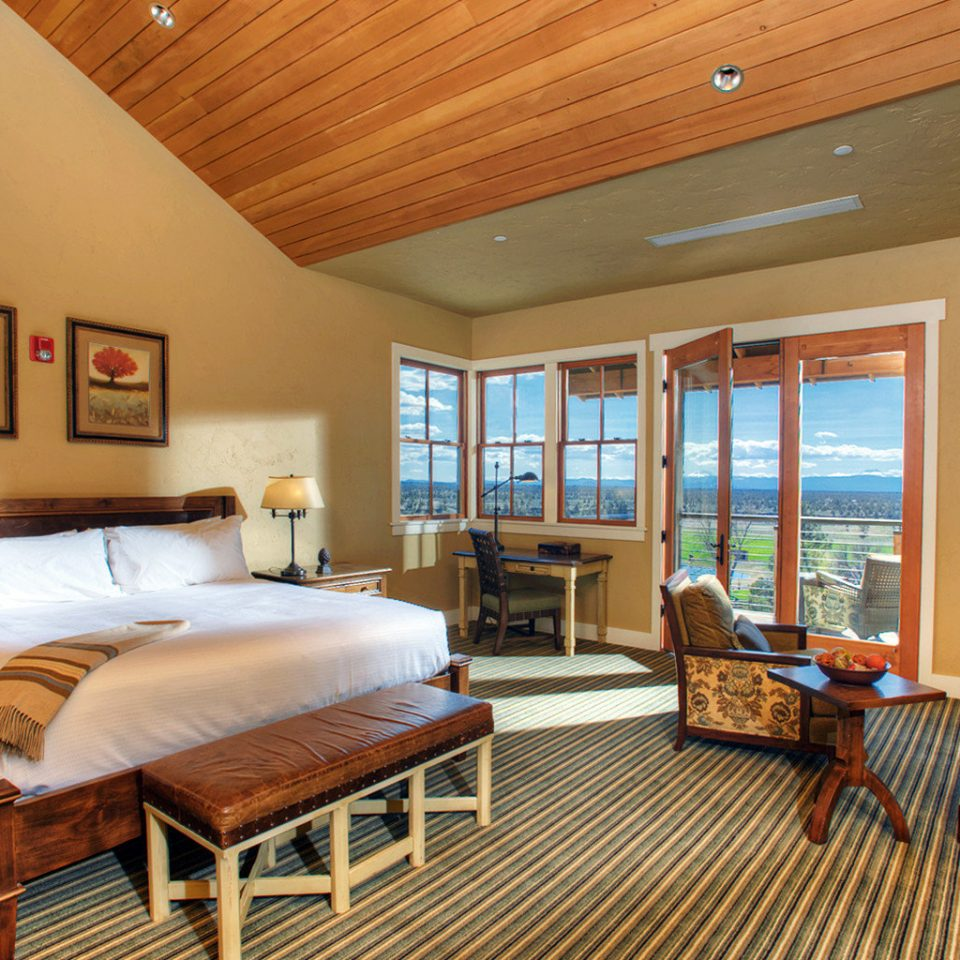 Balcony Bedroom Fireplace Ranch Rustic Scenic views property living room hardwood cottage home Suite farmhouse Villa