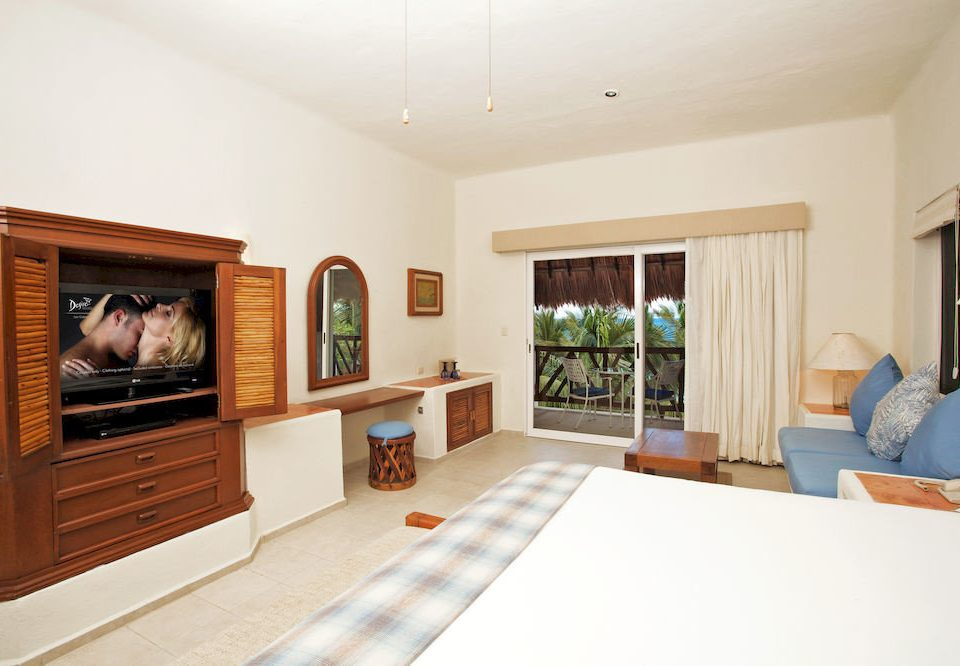 Balcony Bedroom Scenic views Suite Fireplace property fire living room home hardwood Villa cottage flat