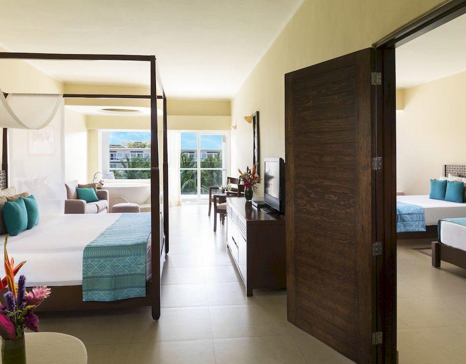 Balcony Bedroom Hip Lounge Luxury Modern Scenic views Suite property condominium living room home Lobby