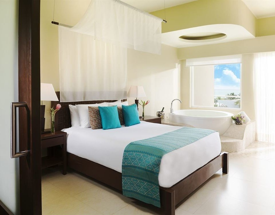 Balcony Bedroom Hip Lounge Luxury Modern Scenic views Suite property bed frame cottage bed sheet living room condominium