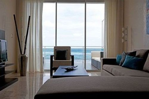 Balcony Hip Lounge Luxury Modern Scenic views property living room condominium Bedroom home cottage Suite