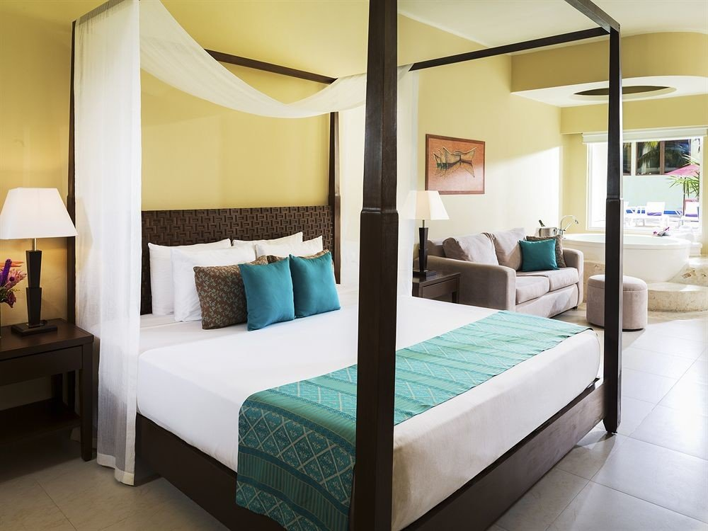 Balcony Bedroom Hip Lounge Luxury Modern Scenic views Suite property condominium bed sheet bed frame