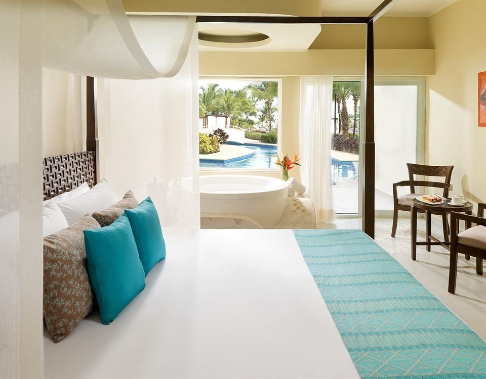 Balcony Bedroom Hip Luxury Modern Scenic views Suite property living room home cottage bed sheet condominium colored