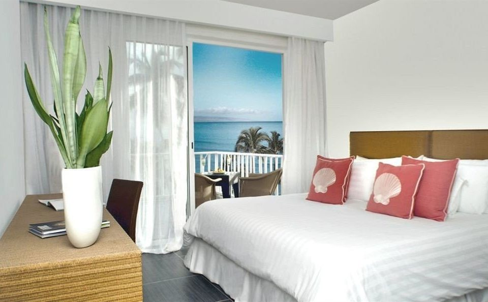 Balcony Bedroom Hip Luxury Scenic views Suite property condominium nice living room bed sheet