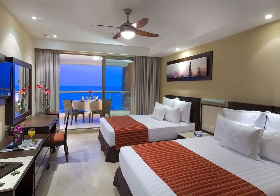 Balcony Bedroom Hip Luxury Scenic views Suite property Resort yacht condominium flat Modern