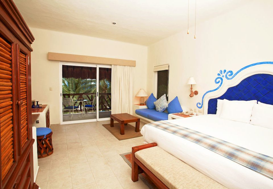 Balcony Bedroom Hip Luxury Modern Scenic views Suite property cottage Villa Resort