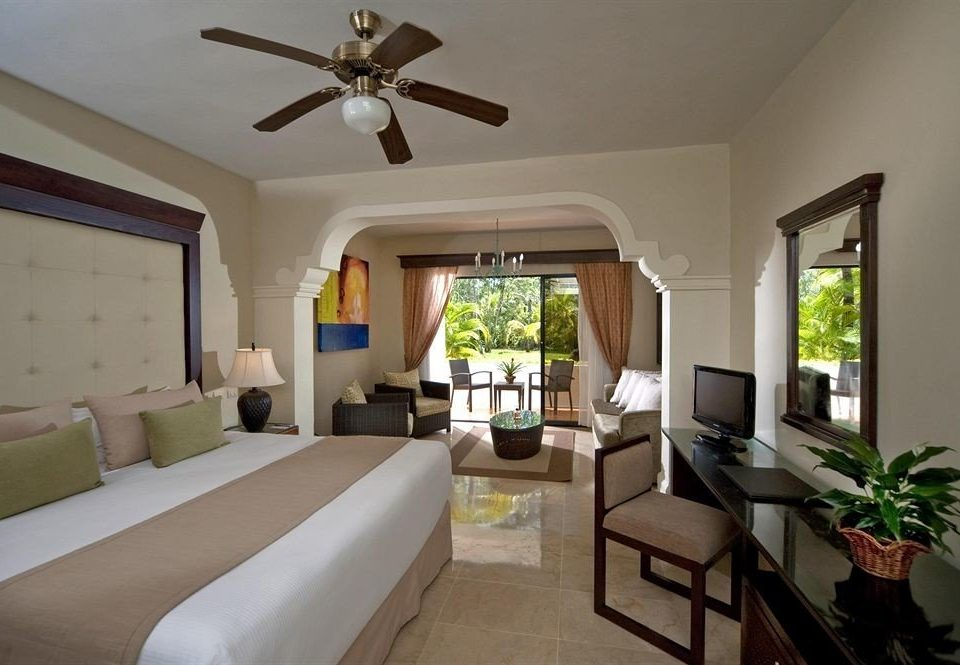 Balcony Hip Luxury Scenic views property living room Villa Bedroom cottage home Suite condominium Resort mansion