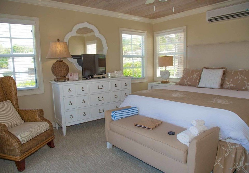 Balcony Bedroom Hip Suite property cottage home living room hardwood bed frame bed sheet