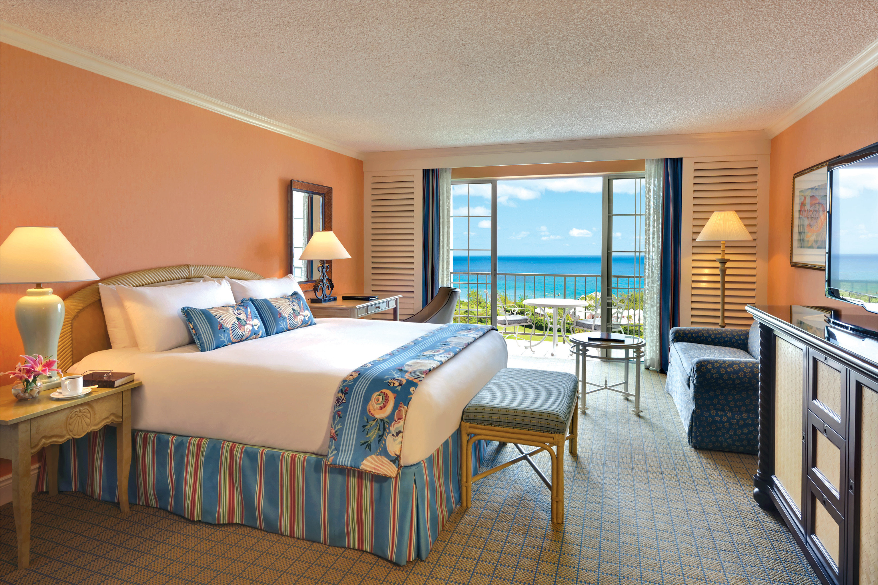 Balcony Bedroom Hotels Luxury Scenic views Suite sofa property Villa cottage Resort condominium home living room