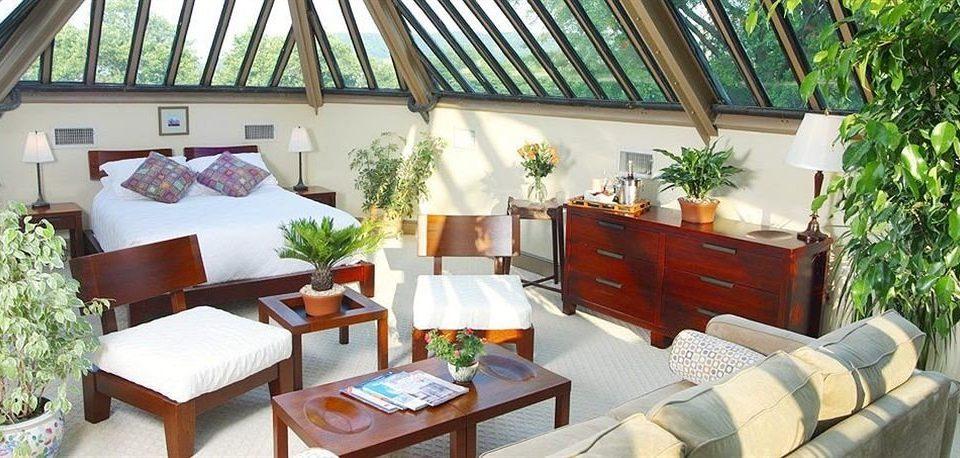 Bedroom Inn property Resort cottage Villa home Balcony farmhouse living room condominium eco hotel