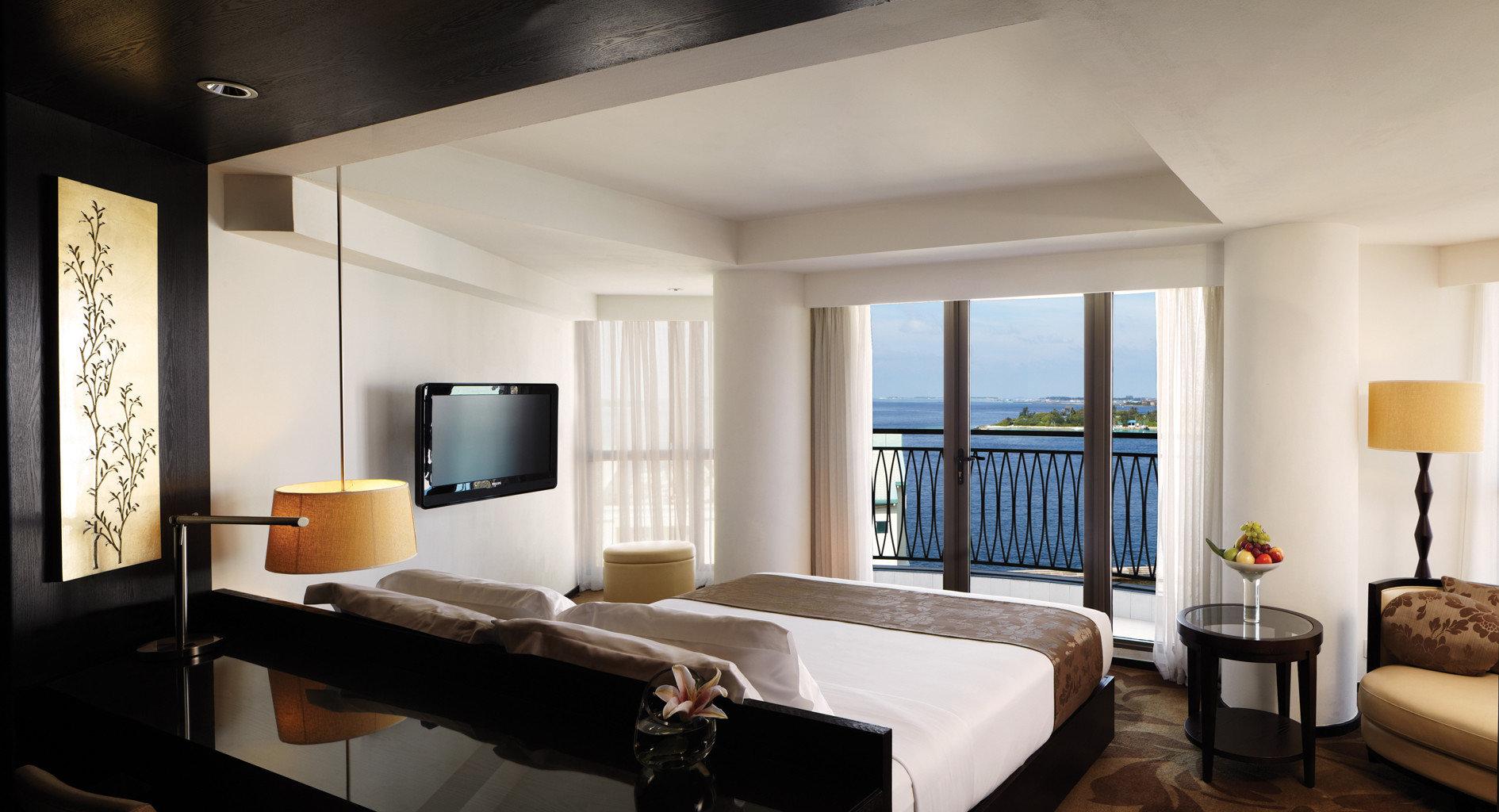 Balcony Bedroom Island Luxury Modern Suite property living room condominium home flat
