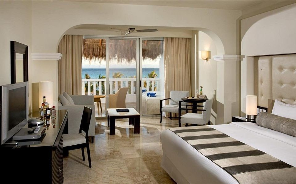 Balcony Bedroom Lounge Modern Scenic views Suite property living room condominium nice Villa mansion