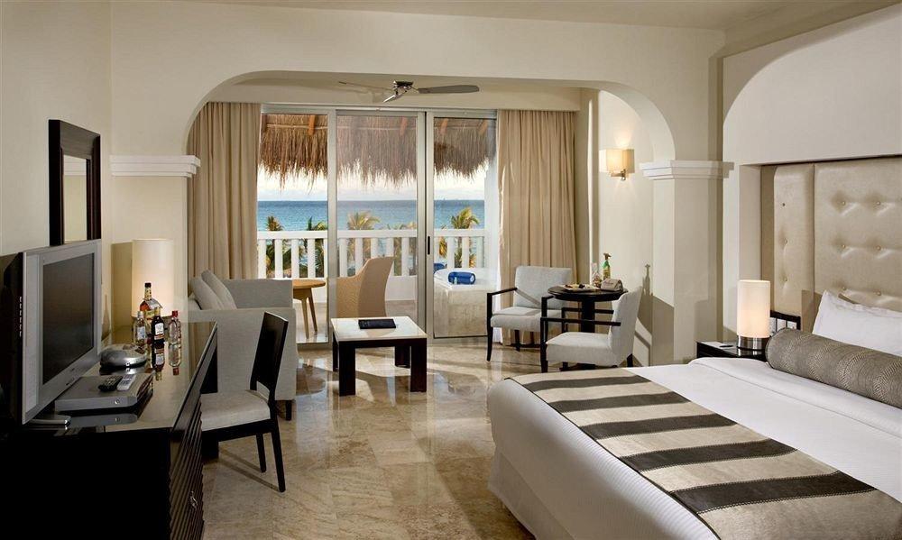 Balcony Bedroom Lounge Modern Scenic views Suite property living room condominium nice Villa mansion