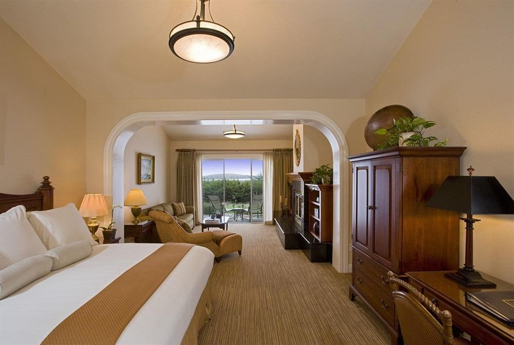 Balcony Bedroom Luxury Modern Scenic views Suite property home cottage living room condominium Villa mansion