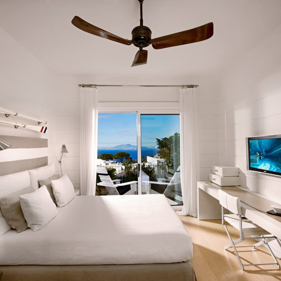 Balcony Bedroom Luxury Modern Waterfront living room property house home Villa cottage condominium