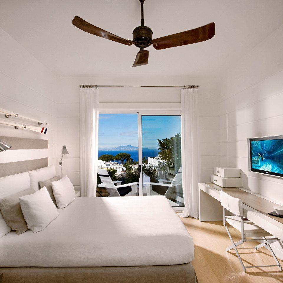 Balcony Bedroom Luxury Modern Waterfront living room property house home Villa cottage condominium
