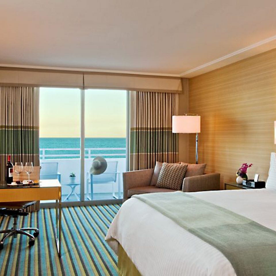 Balcony Bedroom Luxury Scenic views Suite property condominium living room home cottage Modern flat