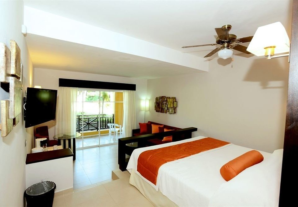 Balcony Bedroom Luxury Modern Scenic views Suite property Villa cottage condominium living room