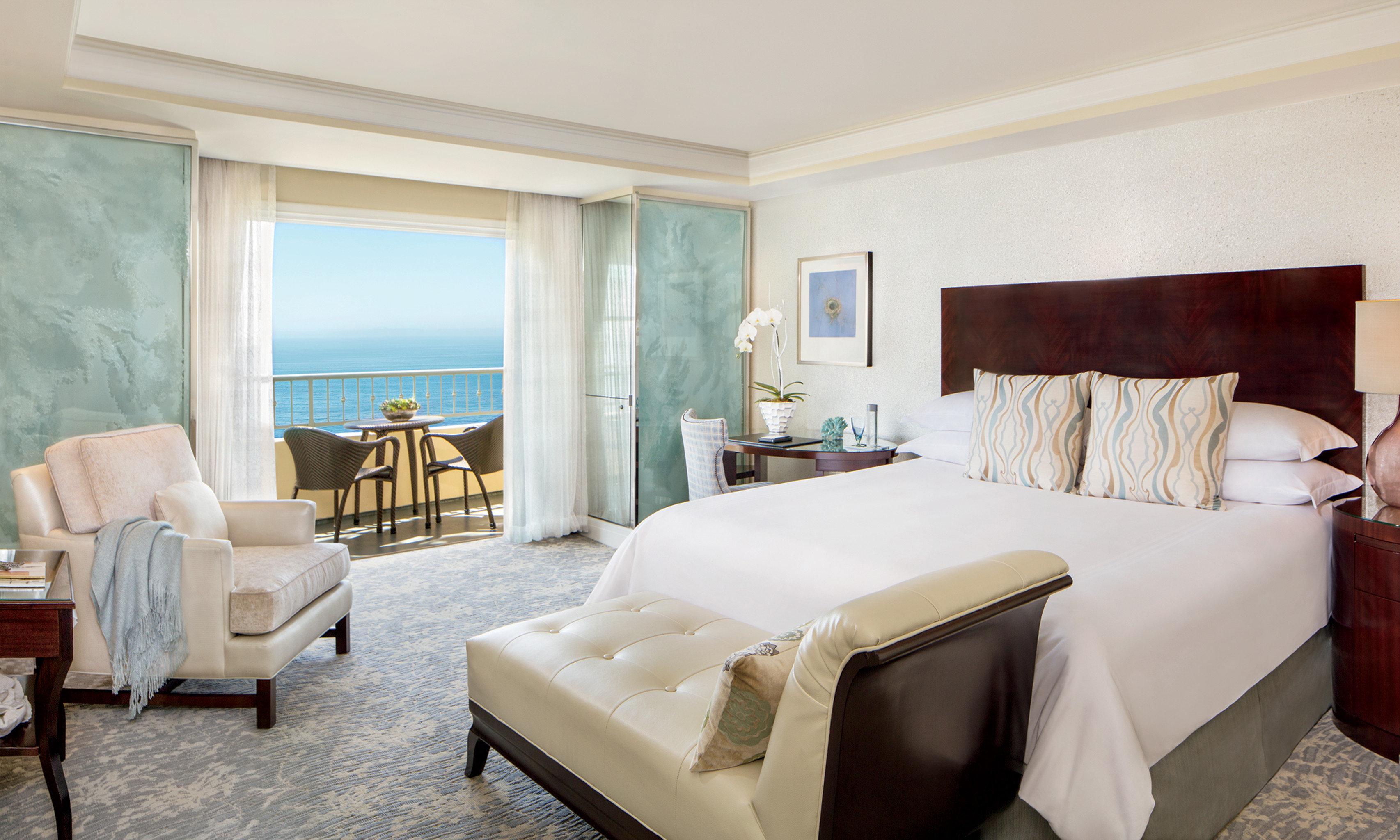 Balcony Bedroom Luxury Modern Scenic views Suite sofa property living room cottage Villa condominium containing