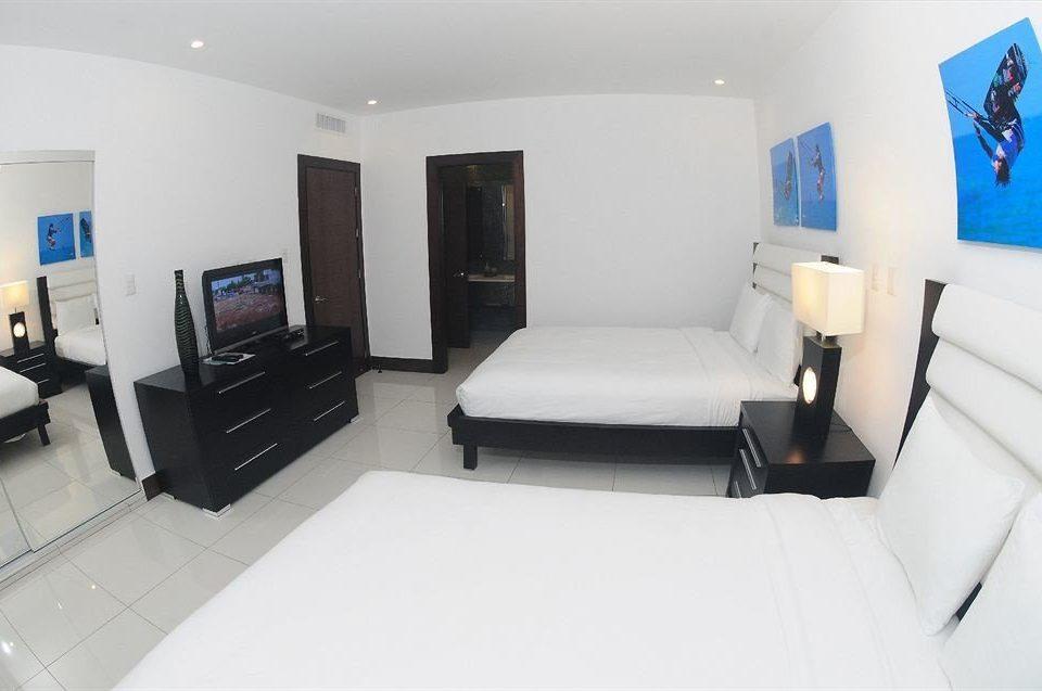Balcony Bedroom Luxury Modern Scenic views Suite property white living room condominium cottage