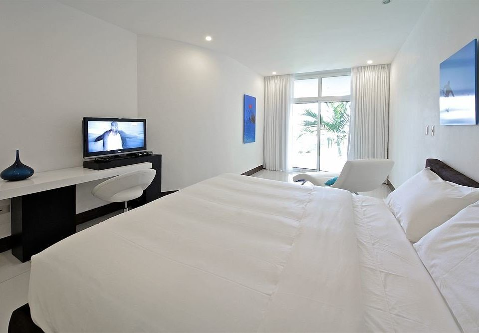 Balcony Bedroom Luxury Modern Scenic views Suite property white pillow cottage