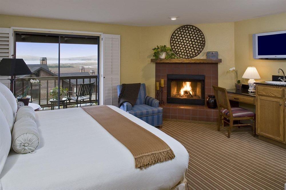 Balcony Bedroom Luxury Modern Scenic views Suite property cottage Villa home condominium living room