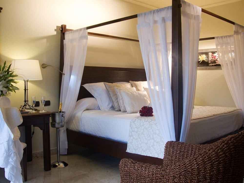 Balcony Bedroom Luxury Romantic Tropical property Suite cottage living room Villa