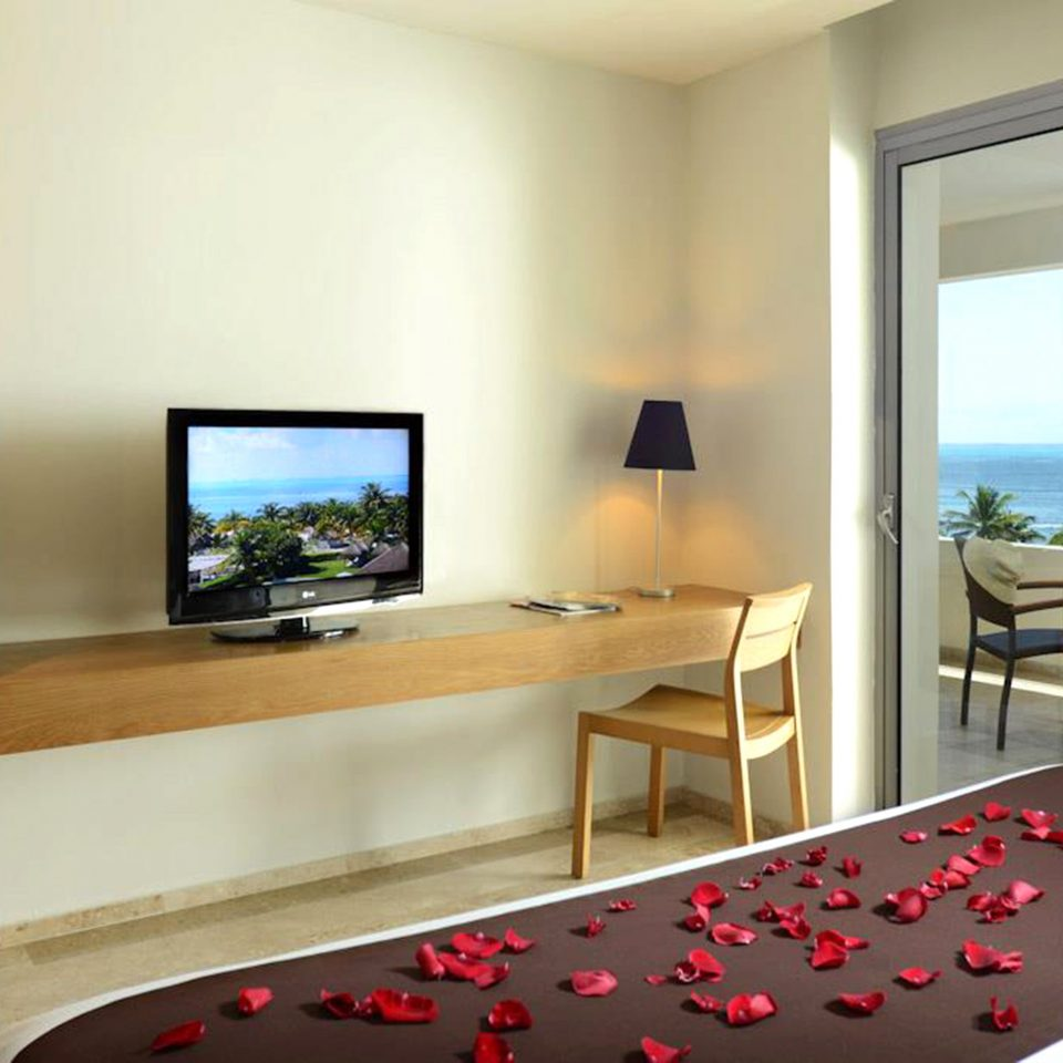 Balcony Bedroom Modern Ocean Scenic views Waterfront property home house condominium living room Suite flat